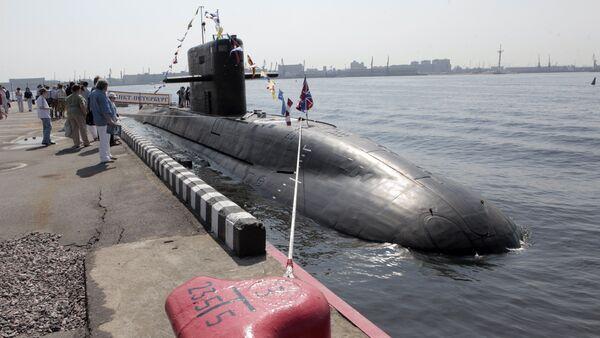 Visitors look at St Petersburg diesel electric submarine of the Lada class at the International Maritime Defense Show in St Petersburg. File photo - Sputnik International