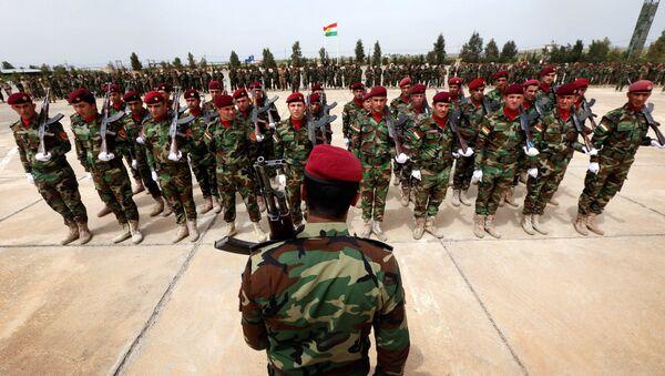 Kurdish Peshmerga fighters take part in a graduation ceremony on April 16, 2015 at the Kurdistan Training Coordination Center (KTTC) of Arbil, the capital of the autonomous Kurdish region of northern Iraq. - Sputnik International
