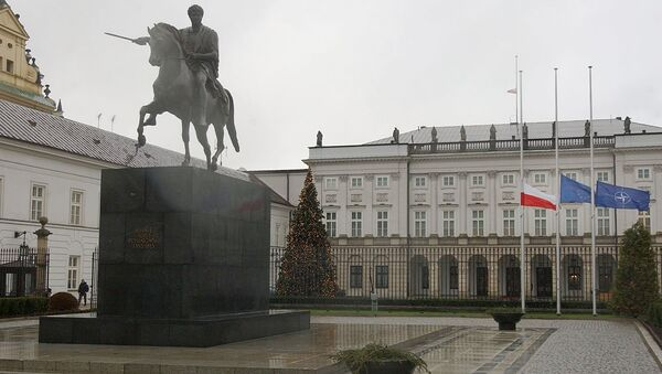 Poland's , European Union and NATO flags are lowered to half staff in front of the Presidential Palace in Warsaw, Poland - Sputnik International