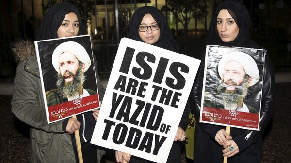 Protesters hold placards as they demonstrate against the execution of prominent Shi'ite cleric Sheikh Nimr al-Nimr outside the Saudi Arabian Embassy in London, Britain January 2, 2016 - Sputnik International