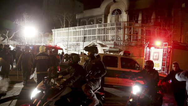 Iranian security protect Saudi Arabia's embassy in Tehran, Iran, while a group of demonstrators gathered to protest execution of a Shiite cleric in Saudi Arabia, Sunday, Jan. 3, 2016 - Sputnik International