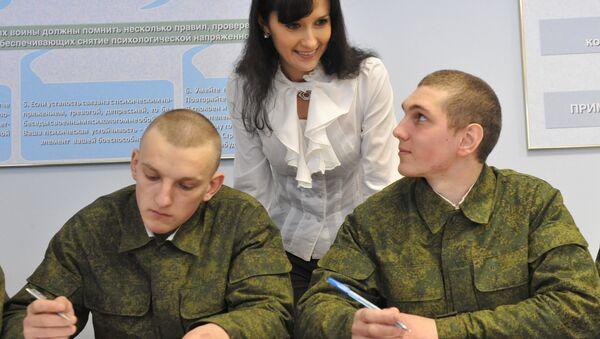 Psychologist Tatiana Yeryomenko giving a lesson to fresh recruits of the anti-aircraft brigade, Western Military District. File photo - Sputnik International