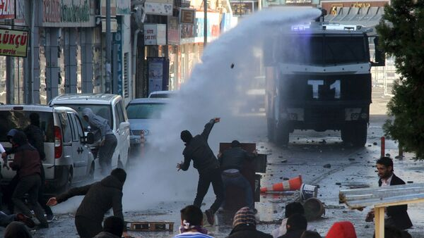 Riot police use a water cannon to disperse stone throwing Kurdish demonstrators during a protest against the curfew in Sur district, in the southeastern city of Diyarbakir, Turkey, December 22, 2015 - Sputnik International