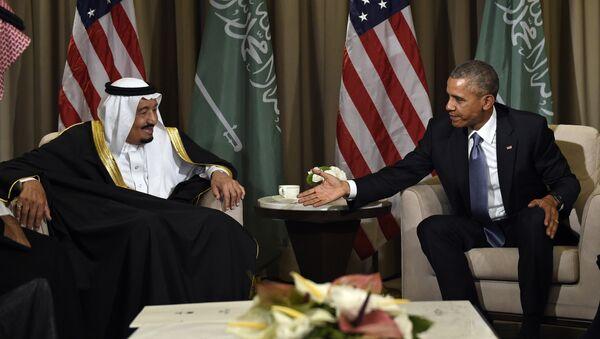U.S President Barack Obama reaches out to shake hands with King Salman of Saudi Arabia at the G-20 Summit in Antalya, Turkey, Sunday, Nov. 15, 2015 - Sputnik International