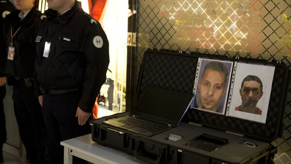 Police officers stand next to the wanted notice of terrorist Salah Abdeslam (L) and Mohamed Abrini on December 3, 2015 at the Roissy-Charles-de-Gaulle airport in Roissy-en-France, outside Paris. - Sputnik International