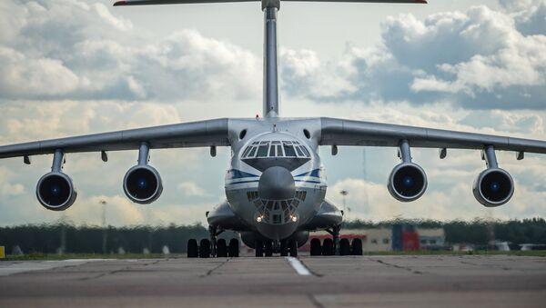 An Il-76 military transport plane in Omsk, Siberia. - Sputnik International