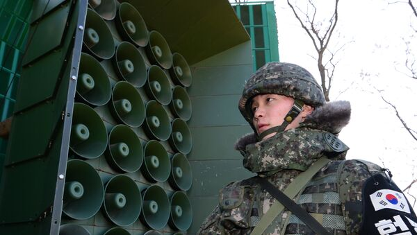 South Korean soldier stands guard in front of loudspeakers as the military prepares propaganda broadcasts near the border area between South Korea and North Korea in Yeoncheon, northeast of Seoul, on January 8, 2016 - Sputnik International