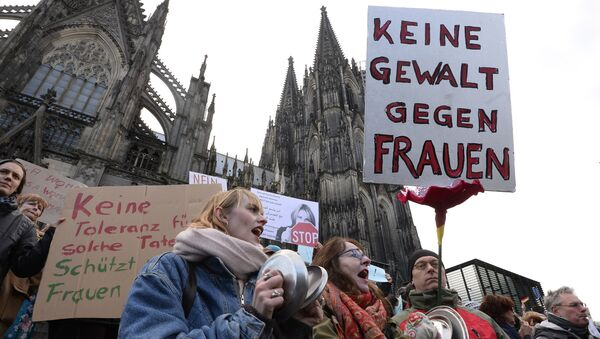 A man holds up a sign reading No violence against women as he takes part in a demonstration in front of the cathedral in Cologne, western Germany, on January 9, 2015 where sexual assaults in a crowd of migrants took place on New Year's Eve - Sputnik International
