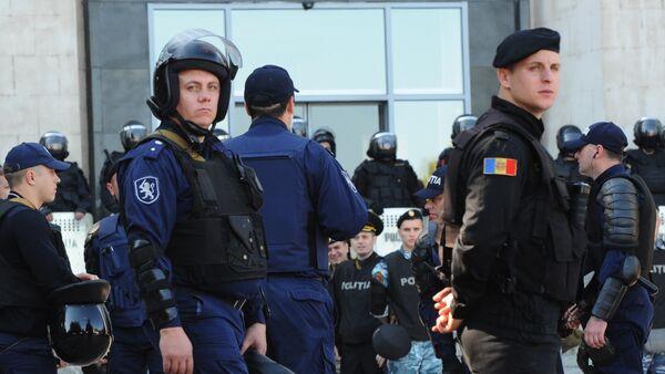 Police officers in downtown Chisinau - Sputnik International