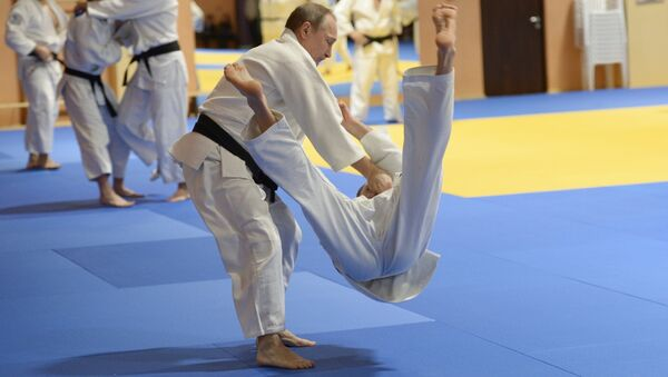 Russian President Vladimir Putin during the training session with members of the Russian national judo team, January 8, 2016 - Sputnik International