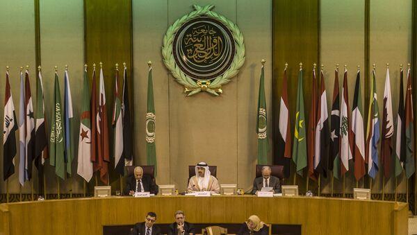 Emirati Foreign Minister Sheikh Abdullah bin Zayed al-Nahyan (C), Arab League chief Nabil al-Arabi (L), and Arab League deputy Ahmed bin Helli (R) attend an emergency meeting of Arab foreign ministers in the Egyptian capital Cairo on January 10, 2016 - Sputnik International
