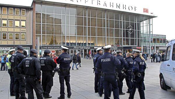 Police officers patrol in front of the main station of Cologne, Germany (File) - Sputnik International