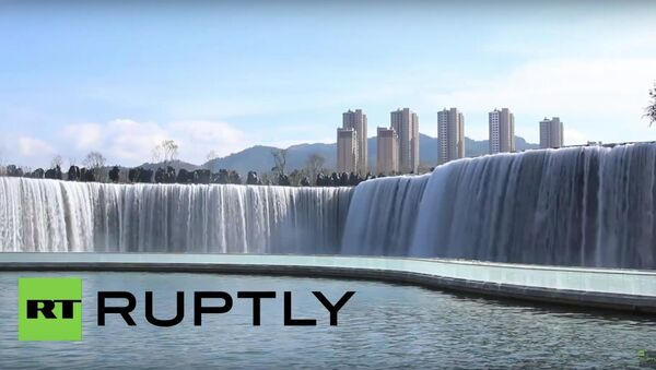Visitors flock to see Asia's largest manmade waterfall - Sputnik International