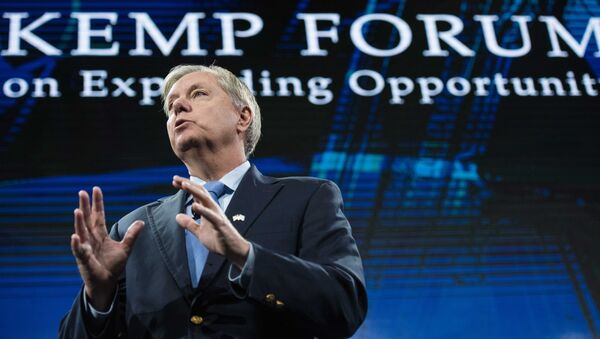 Sen. Lindsey Graham, R-S.C. speaks to the crowd at the Kemp Forum, Saturday, Jan. 9, 2016, in Columbia, S.C. - Sputnik International
