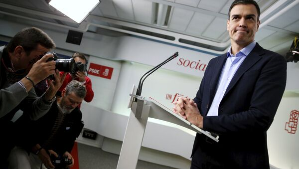 Spain's Socialist Party (PSOE) leader Pedro Sanchez gestures at the start of a news conference after his party's executive committee meeting in Madrid, Spain, January 11, 2016 - Sputnik International