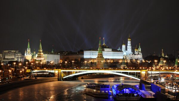 A view of the Moscow Kremlin from Patriarshiy Bridge on New Year's Eve - Sputnik International
