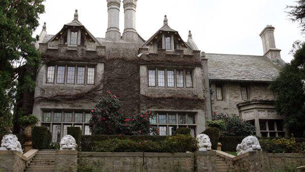 Playboy Magazine publisher Hugh Hefner's property, the Playboy Mansion, is pictured 11 January 2007 in Beverly Hills. - Sputnik International