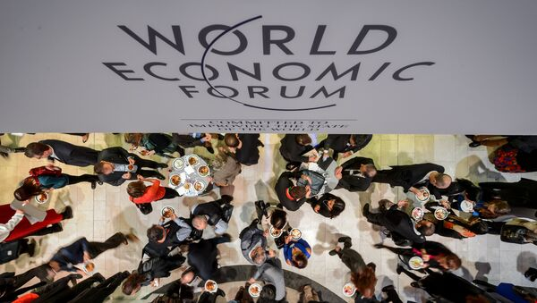 People share a lunch during the World Economic Forum (WEF) annual meeting on January 24, 2015 in Davos - Sputnik International