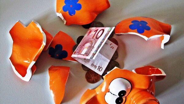 A piggy bank with a Euro note - Sputnik International