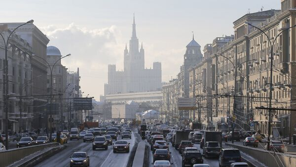 Cars drive along the Garden Ring road, with a residential building at Kudrinskaya Square seen on the background, in Moscow, Russia - Sputnik International