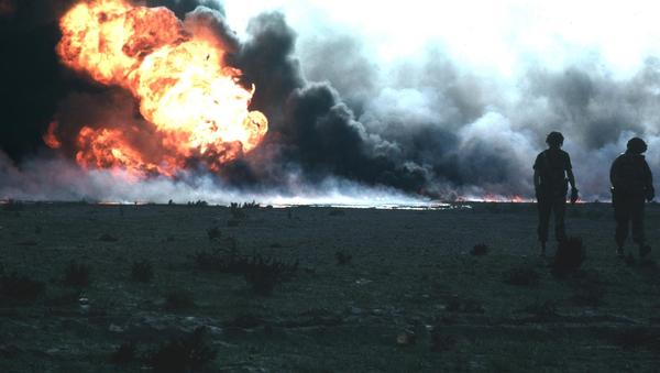 Burning oilfield during Operation Desert Storm, Kuwait - Sputnik International