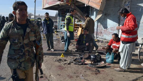Pakistani police officers and rescue workers gather at the site of suicide bombing targeting a polio vaccination center in Quetta, Pakistan, on Wednesday, Jan. 13, 2016. - Sputnik International