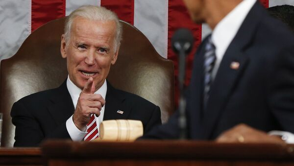 Vice President Joe Biden points at President Barack Obama during the State of the Union address to a joint session of Congress on Capitol Hill in Washington, Tuesday, Jan. 12, 2016. - Sputnik International