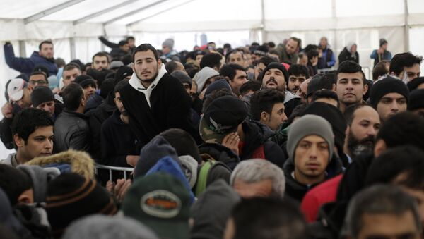 Hundreds of migrants waits in a tent to continue their registration process at the central registration center for refugees and asylum seekers LaGeSo (Landesamt fuer Gesundheit und Soziales - State Office for Health and Social Affairs) in Berlin - Sputnik International