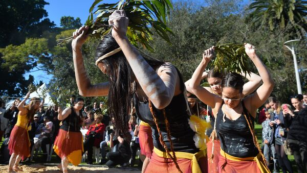 Indigenous Australian performers hold a smoking ceremony to open NAIDOC Week, a national program that celebrates the National Aborigines and Islanders Day Observance Committee in Sydney on July 6, 2015 - Sputnik International