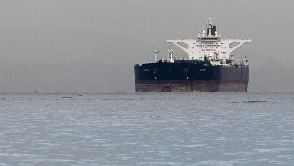 Malta-flagged Iranian crude oil supertanker Delvar is seen anchored off Singapore in this March 1, 2012 file photo - Sputnik International
