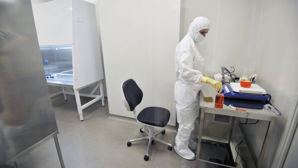 An employee of the laboratory at the Gamalei Institute of Epidemiology and Microbiology where Russian scientists have developed a vaccine against Ebola - Sputnik International