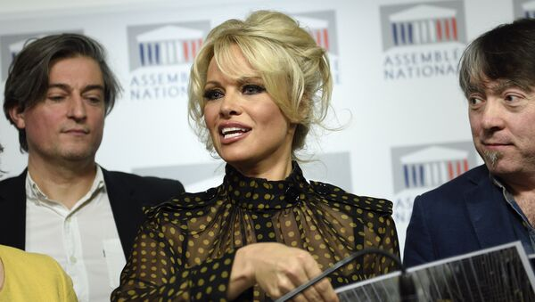 US actress Pamela Anderson gives a press conference after attending a session of questions to the Government at the French National Assembly in Paris on January 19, 2016 - Sputnik International
