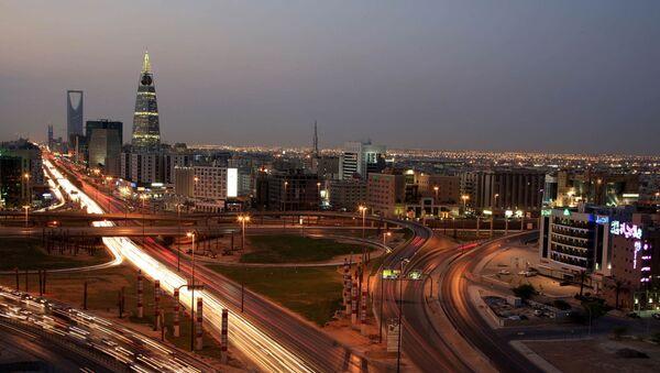 Saudi Arabian city view with the 'Kingdom Tower', background, and 'Al-Faislia Tower' in Riyadh, Saudi Arabia - Sputnik International