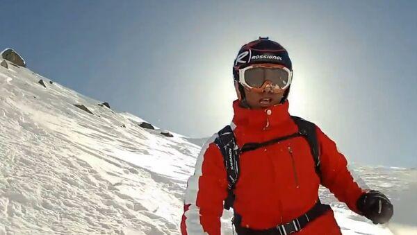 Skier faceplants into fresh powder. - Sputnik International