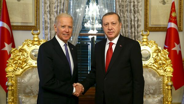 Turkish President Tayyip Erdogan (R) shakes hands with U.S. Vice President Joe Biden in Istanbul, Turkey January 23, 2016, in this handout photo provided by the Presidential Palace - Sputnik International