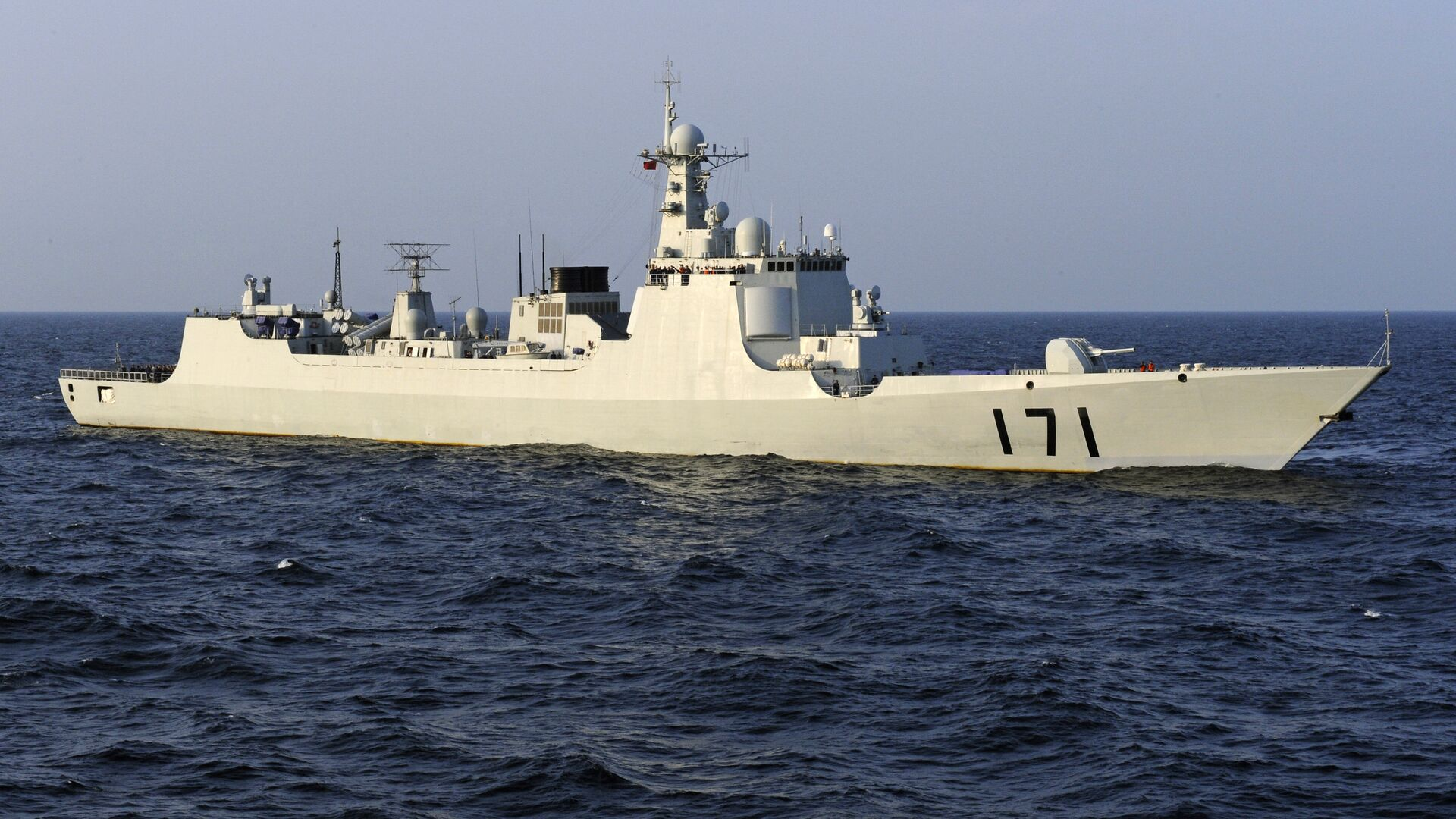 Chinese navy warship, the DDG-171 Haikou destroyer, patrols the waters of the Gulf of Aden (file photo) - Sputnik International, 1920, 14.09.2021