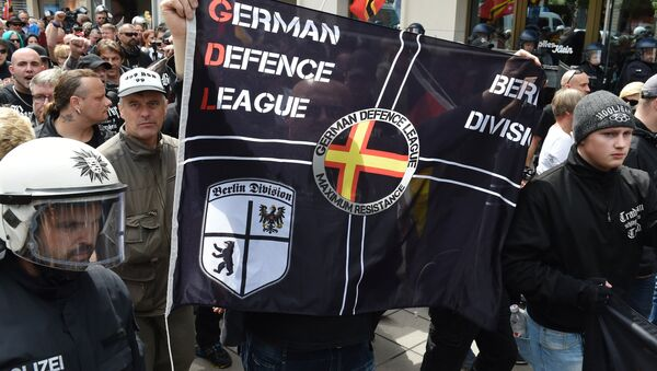 Right-extremists and hooligans take part in a rally of the initiative Widerstand Ost/West (Resistance East/West, WOW), a union of right-wing nationalists, Islamophobes and hooligans, on June 20, 2015 in Frankfurt am Main, western Germany - Sputnik International