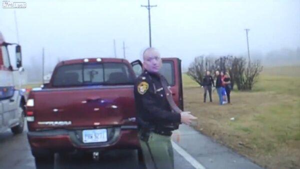 Cop Run Over By Semi Tractor Trailer - Sputnik International