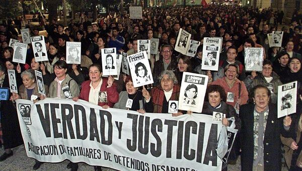 Relatives of victims of the Pinochet regime and members of human right groups (File) - Sputnik International