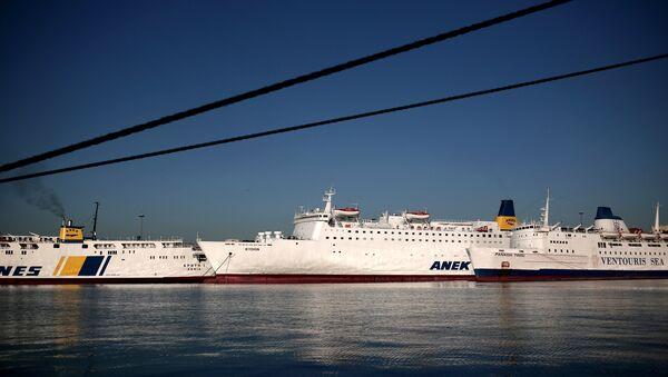 Ferries remain docked at the port of Piraeus, southwest of central Athens, during strike (file photo) - Sputnik International