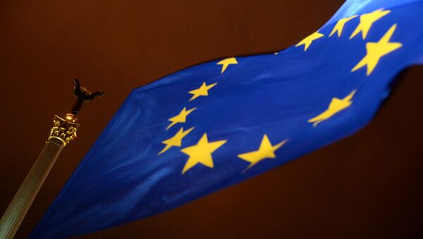 An EU flag flies in Independence Square in Kiev - Sputnik International