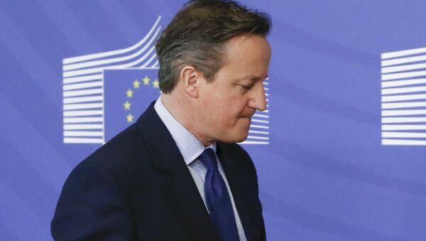 British Prime Minister David Cameron is welcomed by European Commission President Jean-Claude Juncker (not seen) in Brussels, Belgium January 29, 2016. - Sputnik International