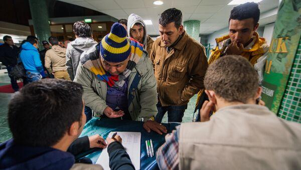 Refugee's register their names as they arrive to Stockholm central mosque - Sputnik International