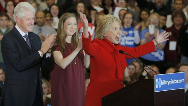 Former U.S. President Bill Clinton (L) applauds his wife, Democratic U.S. presidential candidate Hillary Clinton (R), as they appear with their daughter Chelsea (C) at Mrs. Clinton's caucus night rally in Des Moines, Iowa February 1, 2016 - Sputnik International