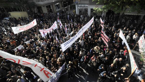 Greek journalists gather outside their union building in Athens during their 24-hour strike on October 18, 2011 (File) - Sputnik International