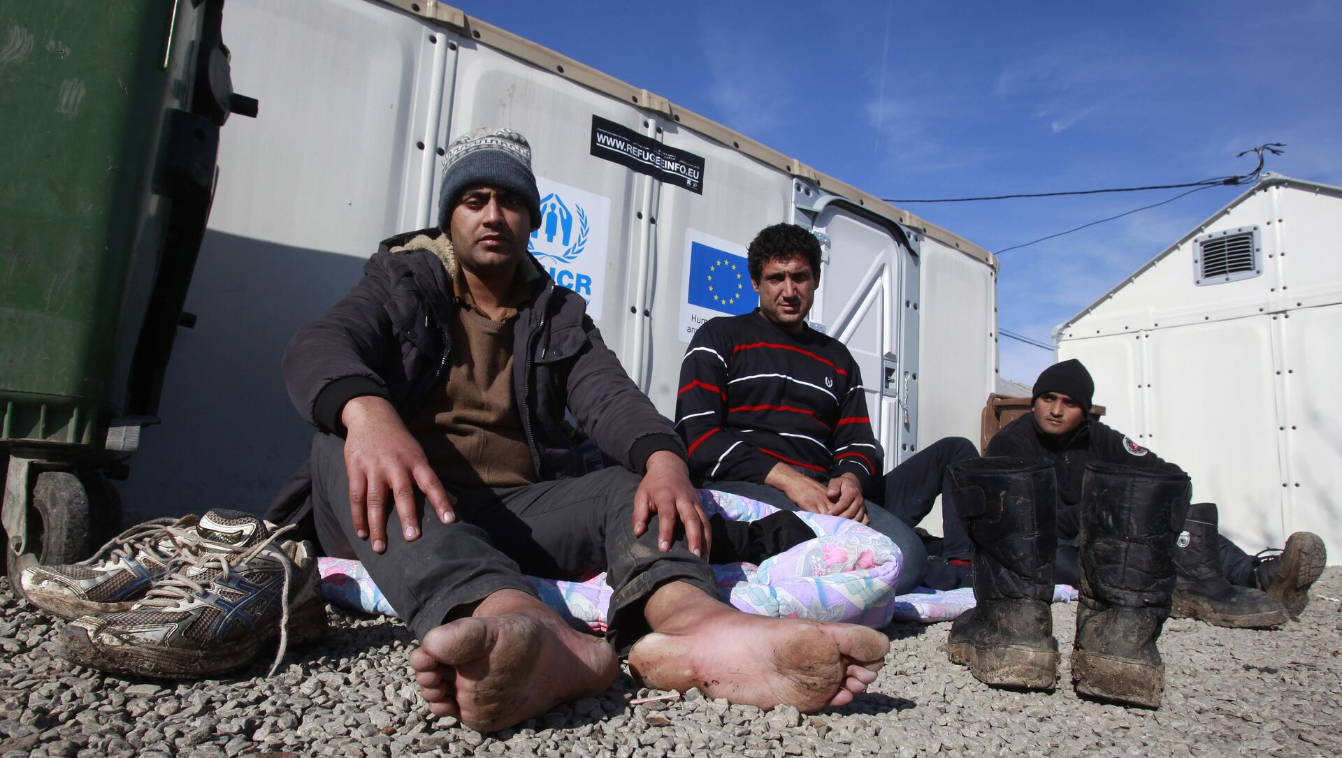 Refugees who say they come from Afghanistan, rest at the transit center for refugees near northern Macedonian village of Tabanovce, Tuesday, Feb. 2, 2016 - Sputnik International, 1920, 02.08.2021