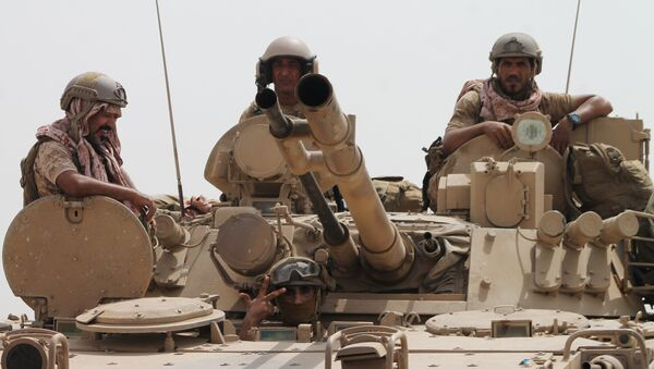 Soldiers stand on a tank of the Saudi-led coalition deployed on the outskirts of the southern Yemeni port city of Aden on August 3, 2015, during a military operation against Shiite Huthi rebels and their allies. - Sputnik International
