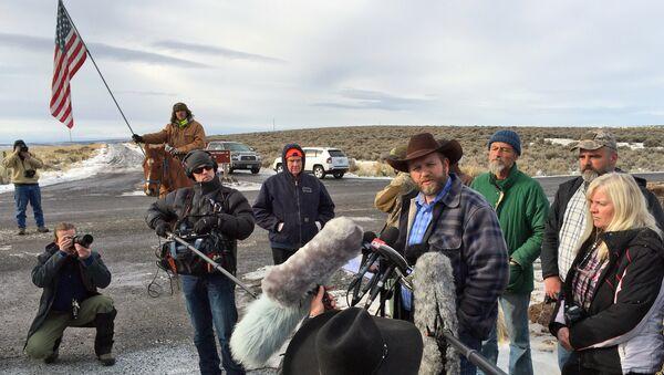 Ammon Bundy speaks to reporters at the Malheur National Wildlife Refuge in Burns, Ore., on Thursday, Jan. 14, 2016 - Sputnik International