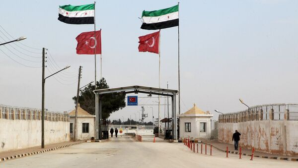 Free Syrian Army and Turkish flags flutter over the Bab Al-Salam border crossing, that is closed from the Turkish side, activists said, in northern Aleppo countryside, Syria, January 18, 2016 - Sputnik International