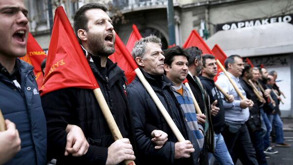 Protesters from the Communist-affiliated trade union PAME march during a 24-hour general strike against planned pension reforms in central Athens, Greece, February 4, 2016. - Sputnik International